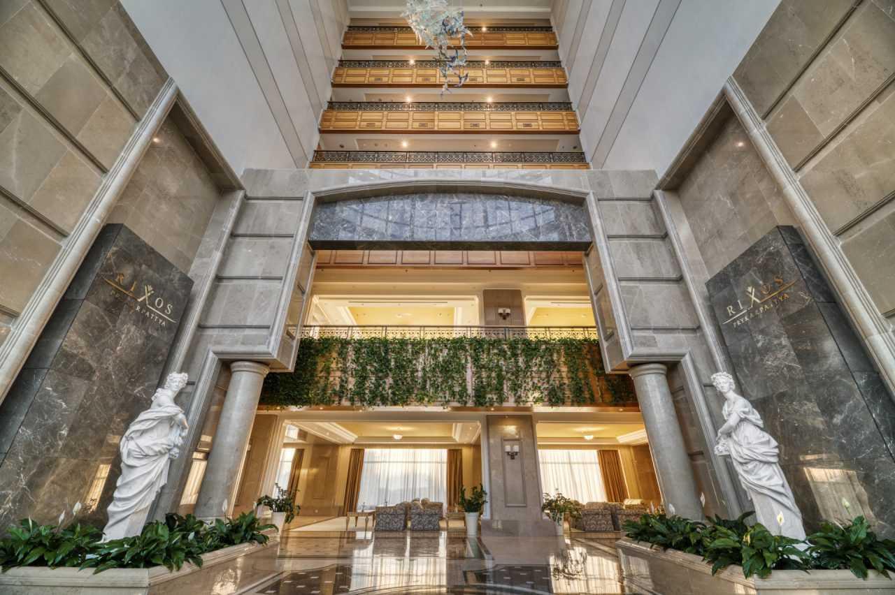 Вестибюль отеля, Риксос Пркарпатье