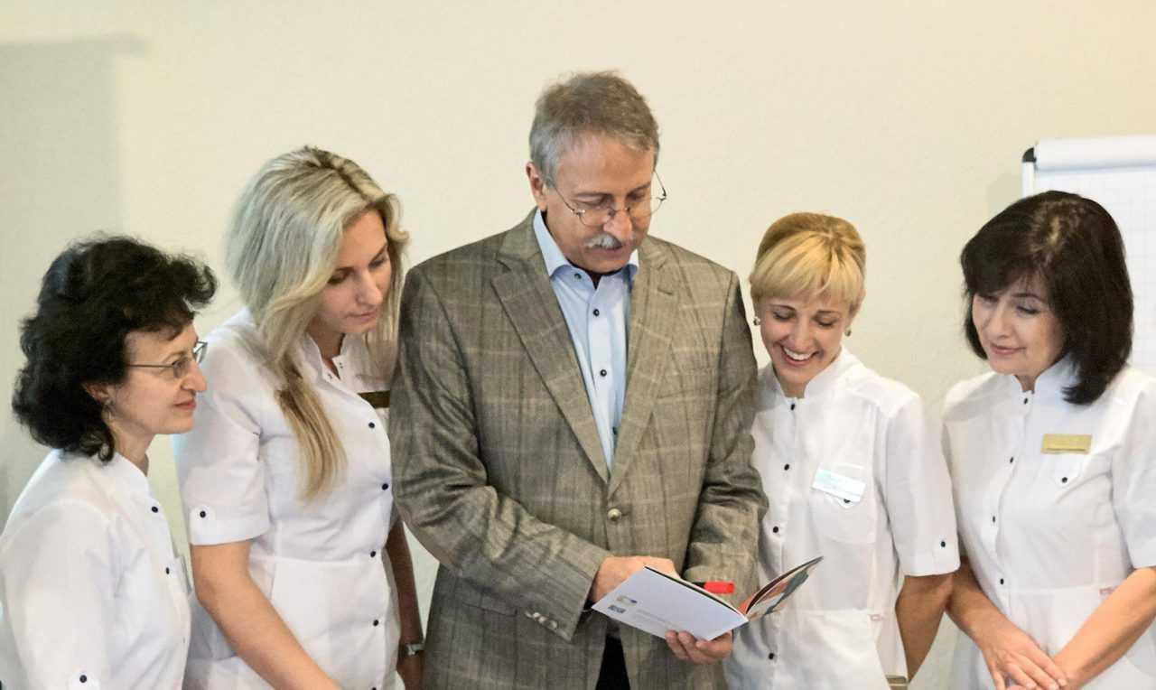 Церемония открытия Академии Майер-терапии, Риксос
