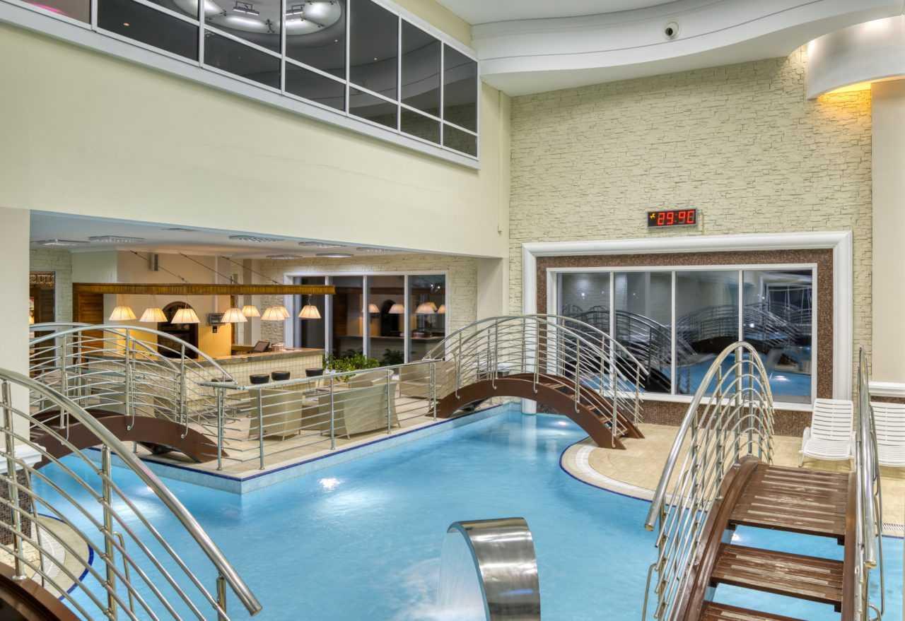Крытый басейн, отель Риксос