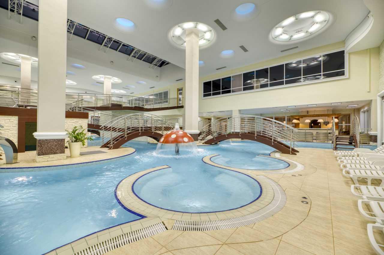 Отдых возле басейна, Риксос отель