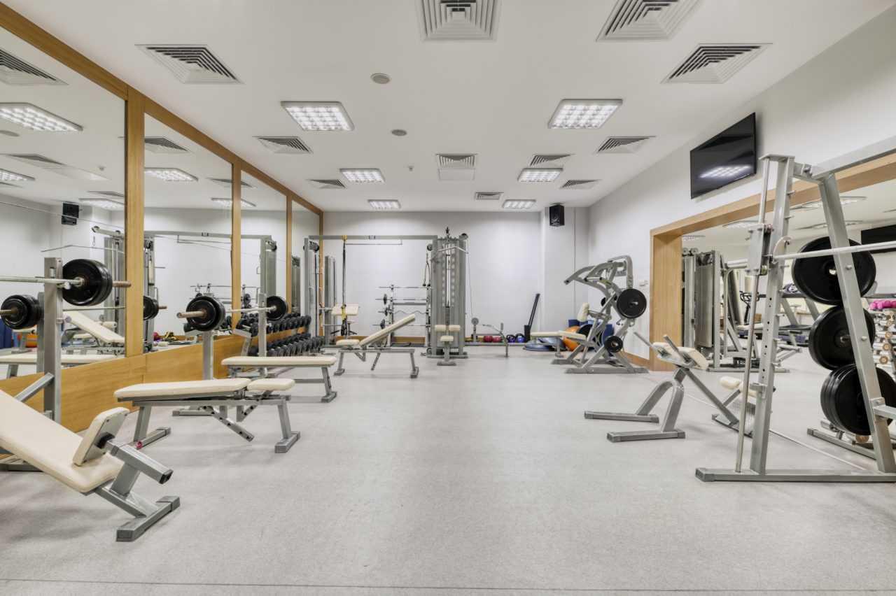 сучасне обладнання для тренажерного залу, готель Ріксос