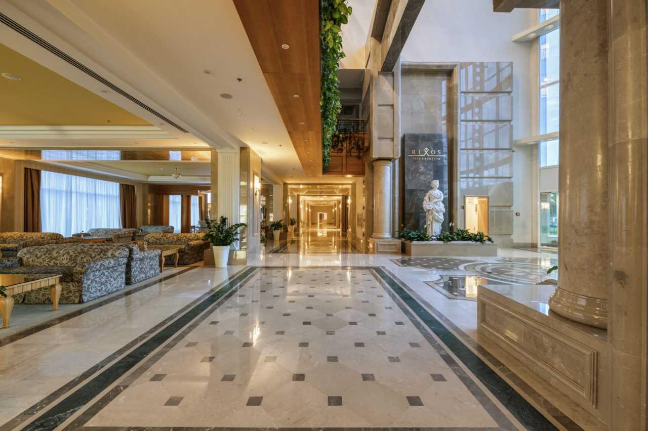 Центральный вход, отель Риксос