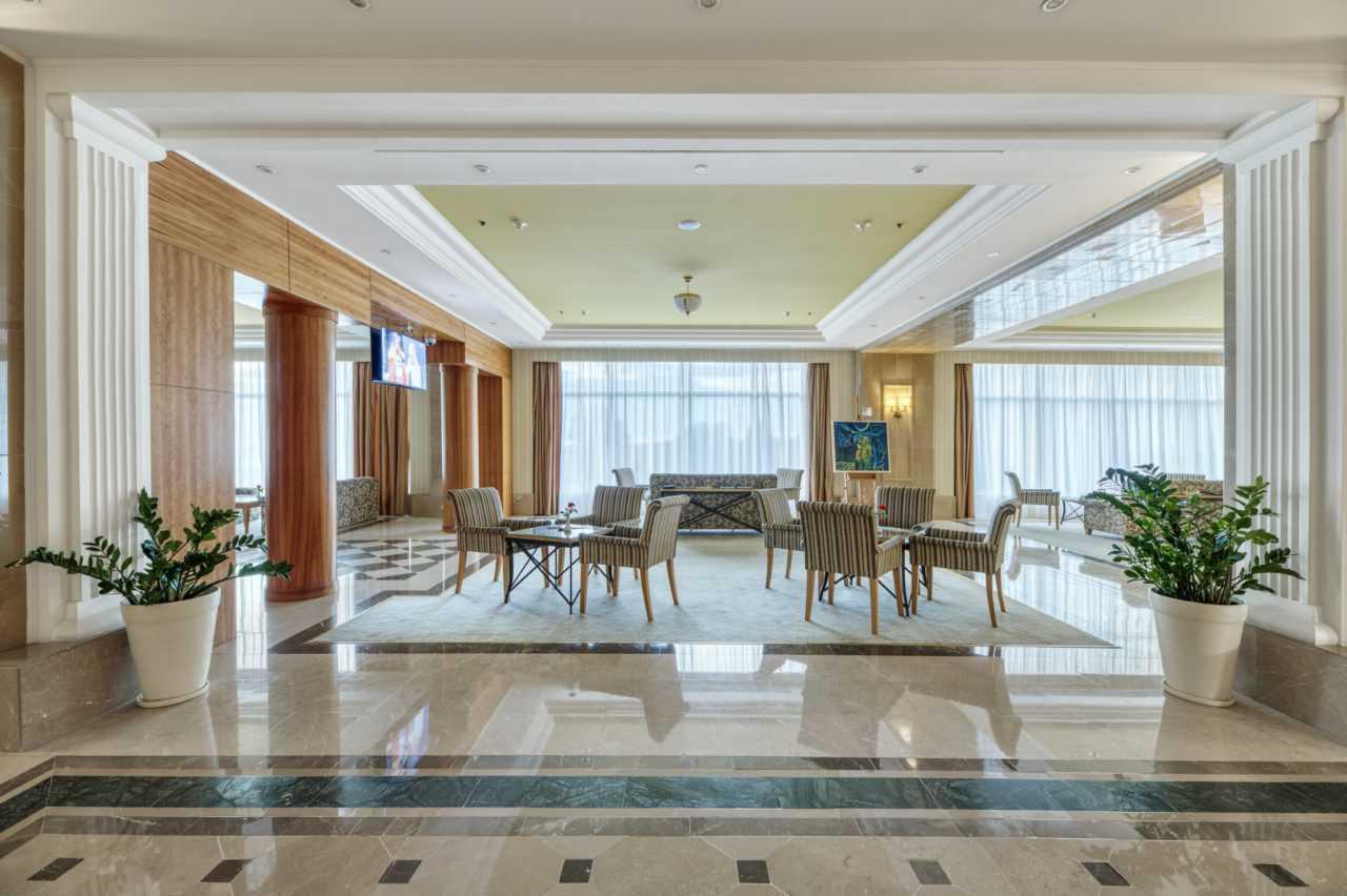 Вітальний зал готелю Ріксос