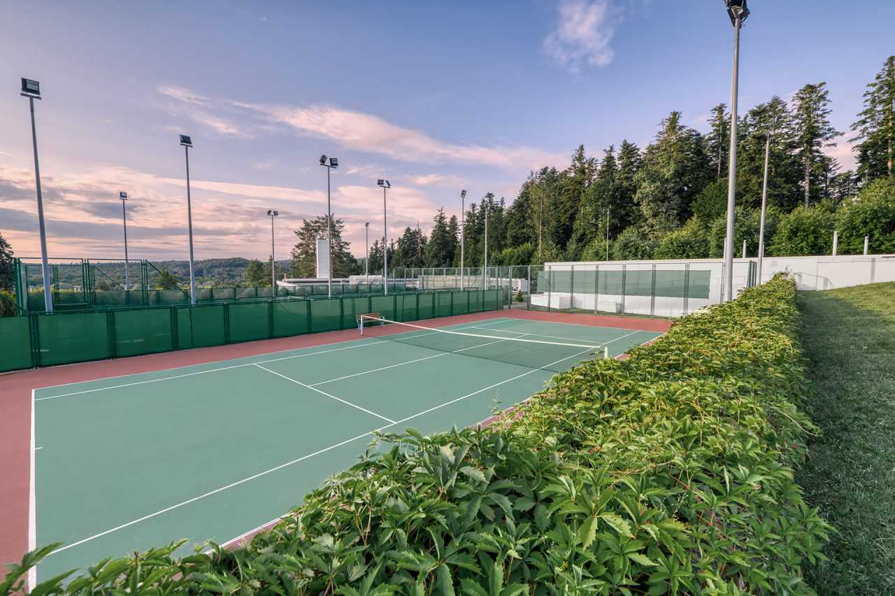 Тенісний корт, готель Ріксос