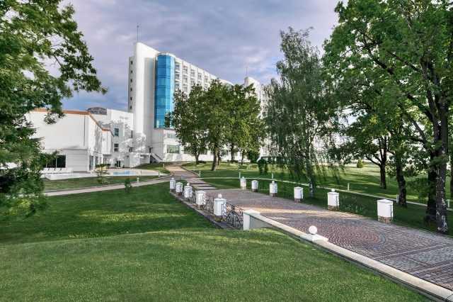 Территория комплекса Риксос Прикарпатье