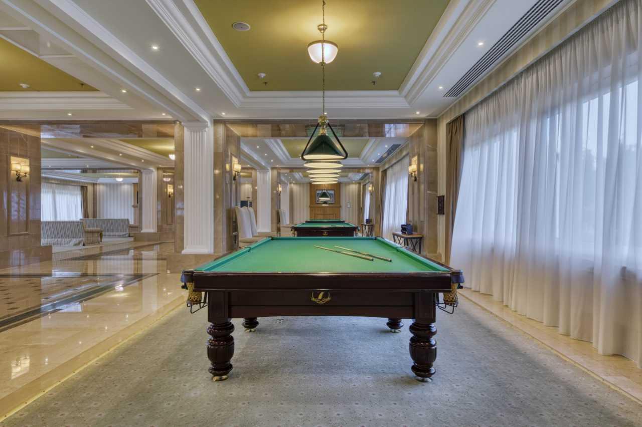 Стол для русского бильярда, отель Риксос