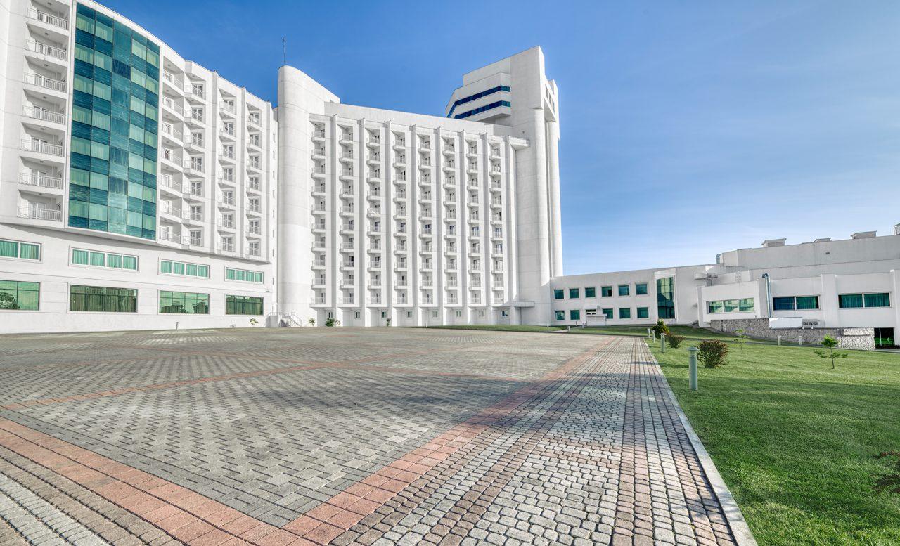 задний вид отеля Риксос Прикарпатье