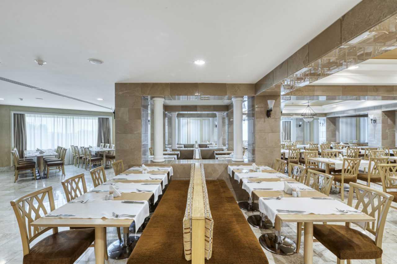 Основний ресторан готелю Ріксос Прикарпаття