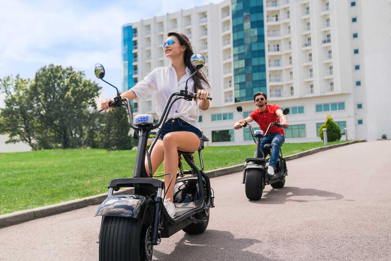 Walking on electric scooters, hotel Rixos