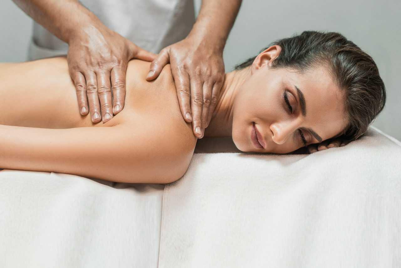 Розслабляючий масаж, готель Ріксос
