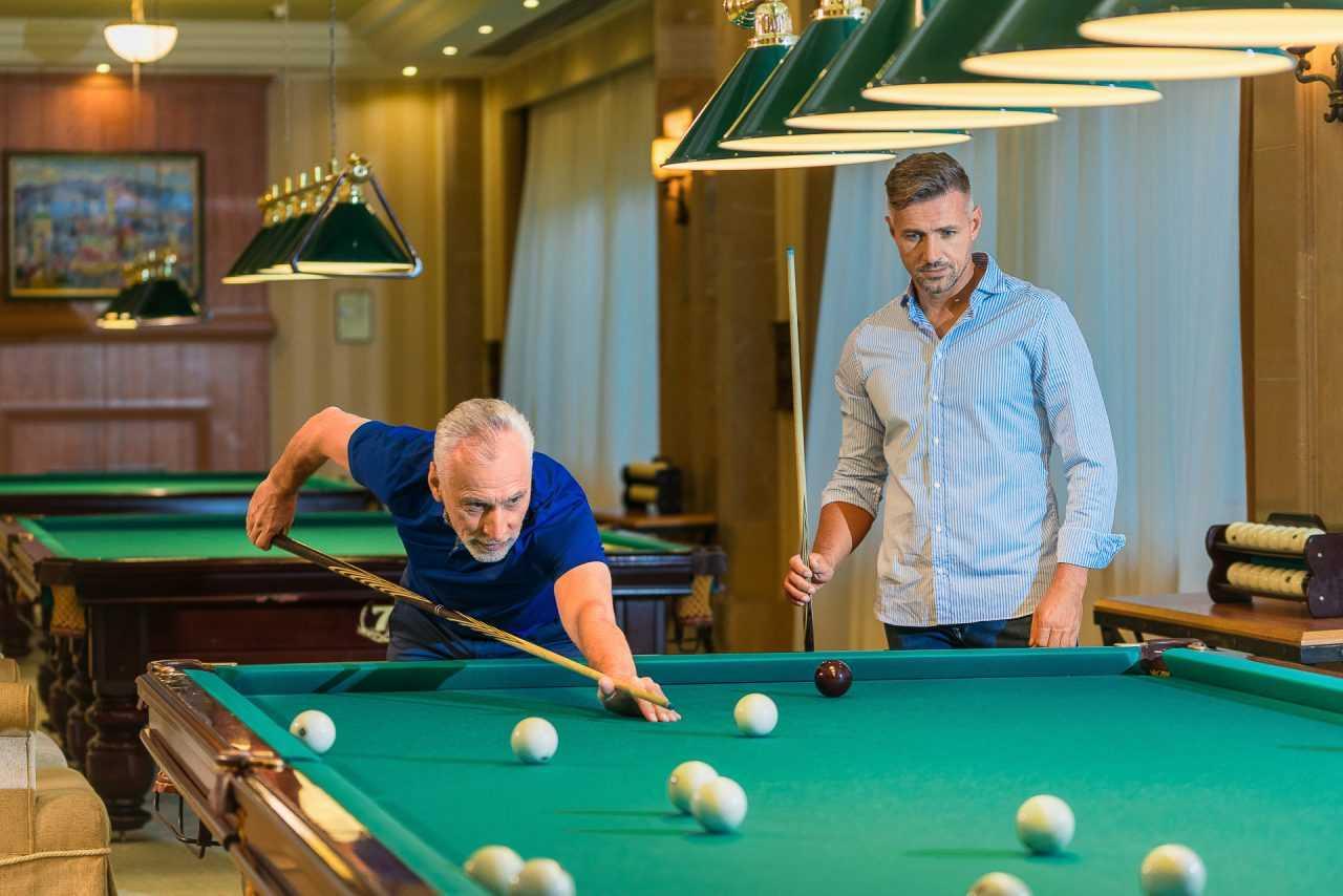 Игра в русский бильярд, отель Риксос