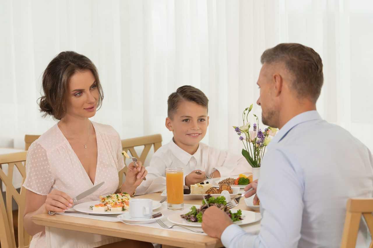 Семейный обед в отеле Риксос
