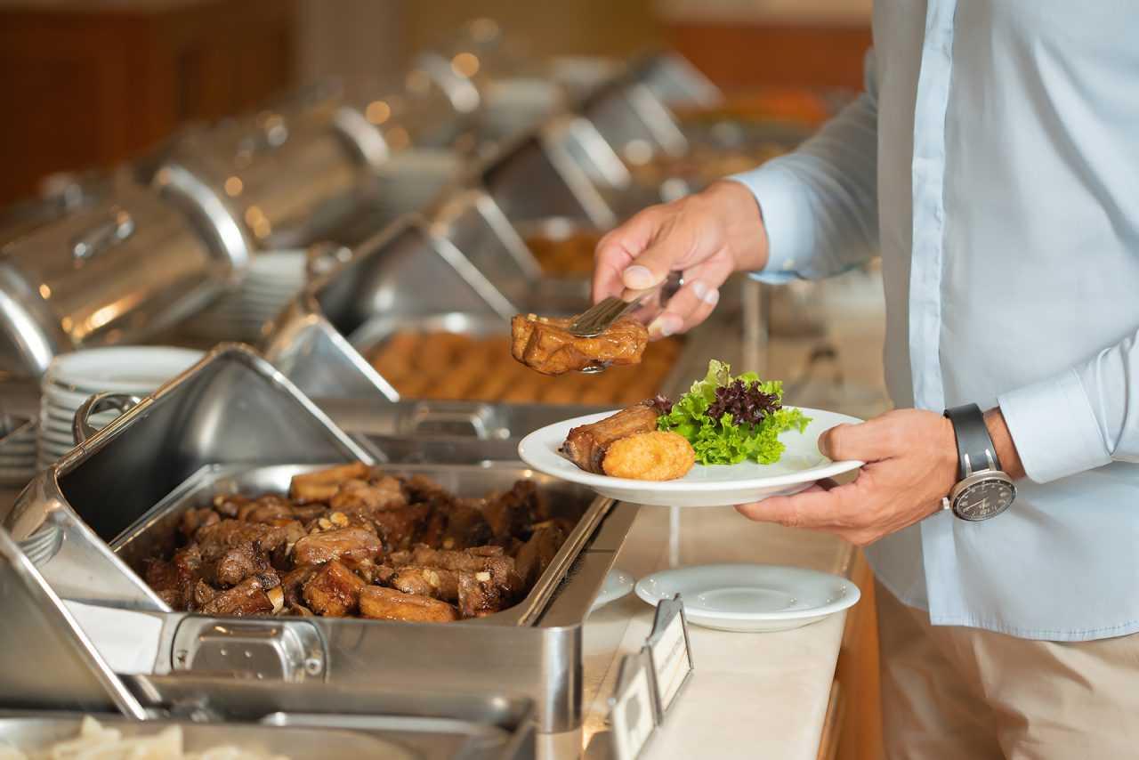 М'ясні страви, готель Ріксос Прикарпаття