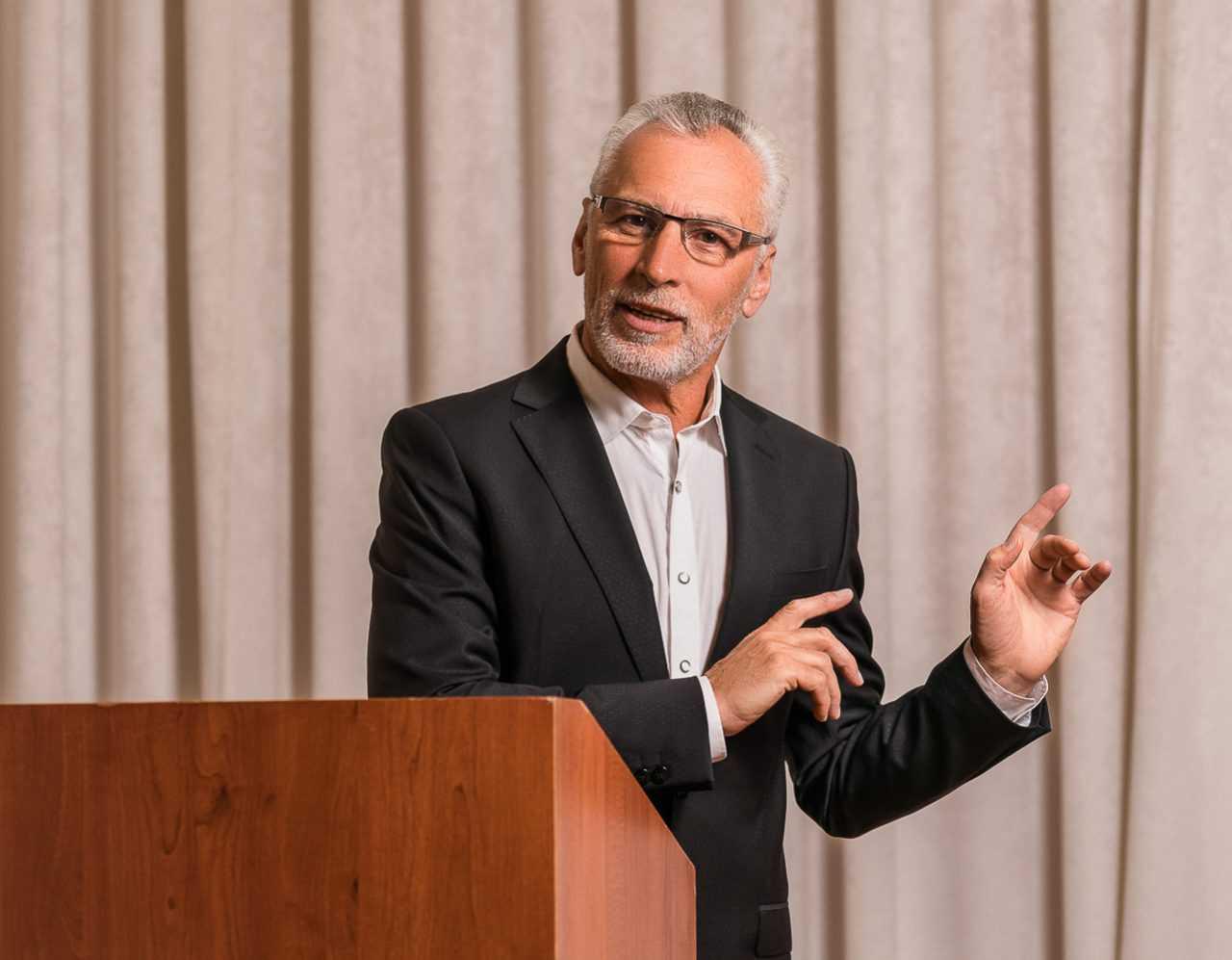 Спікер в конференц залі, Риксос, Украина