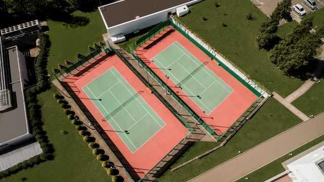 Теннисные корты на территории отеля Риксос