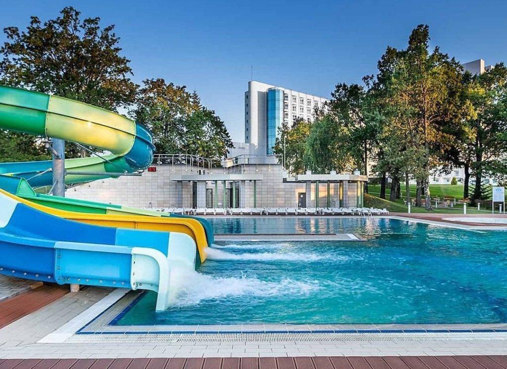 отель с бассейном трускавец